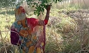 गेहूं के खेत मे सासुर जी ने जबरदस्ती चोद दिया