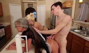 Mom and stepsis 3some after brainwash - leilani lei fifi foxx