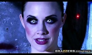 Sex charged sex machines (Chanel Preston, Rachel RoXXX) have one job - BRAZZERS