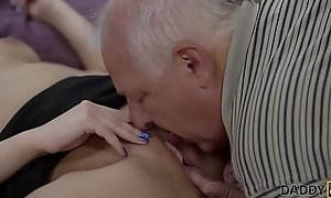 DADDY4K. Smart dad finds pretext to be left alone with son'_s hot GF