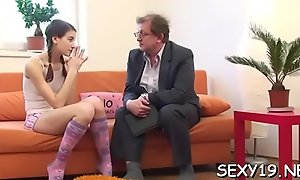In order to pass her exam babe is delighting her teacher'_s penis